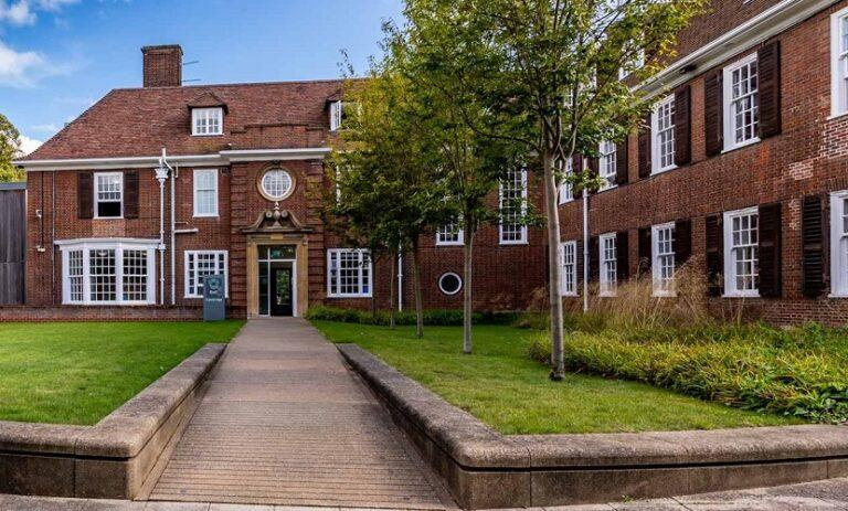 Bell Cambridge Biltur Educational Travel Agency